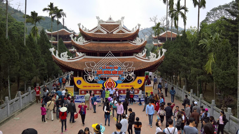 Du xuân đầu năm của CBCNV tại chùa Hương